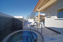Außenwhirlpool Winter - Wellnesshotel Hofbräuhaus in Bodenmais